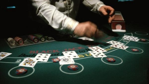 blackjack-table-dealer